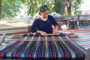 dệt thổ cẩm truyền thống của dân tộc Ba Na